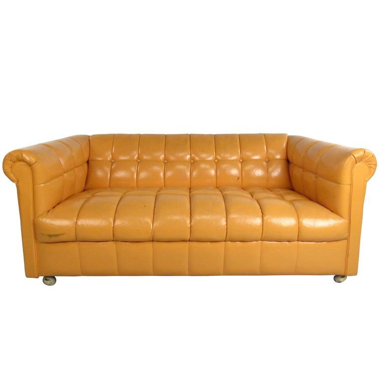 mid century modern tufted chesterfield sofa for sale at 1stdibs. Black Bedroom Furniture Sets. Home Design Ideas