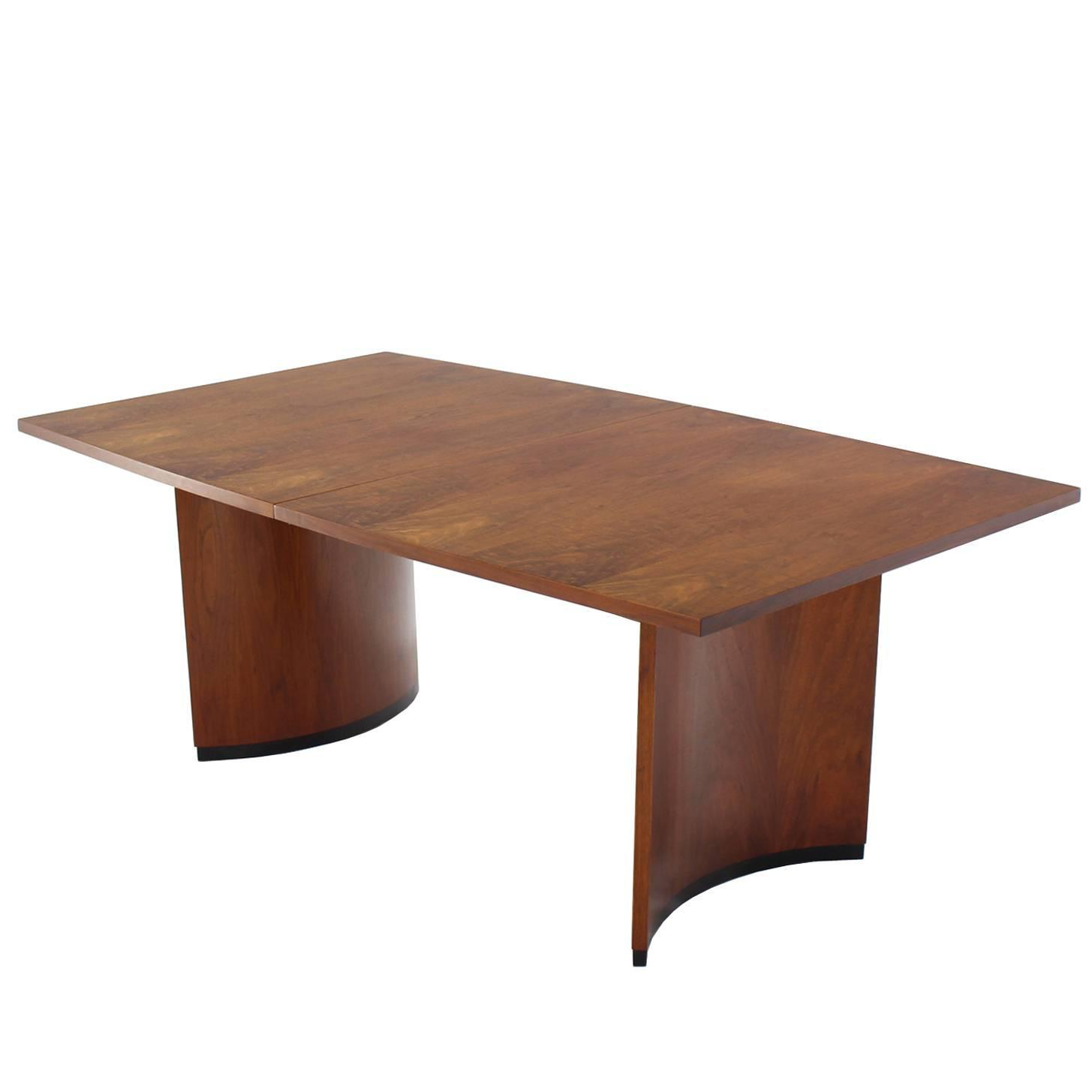 Very nice mid century modern walnut dining table with two for Dining room table 2 leaves