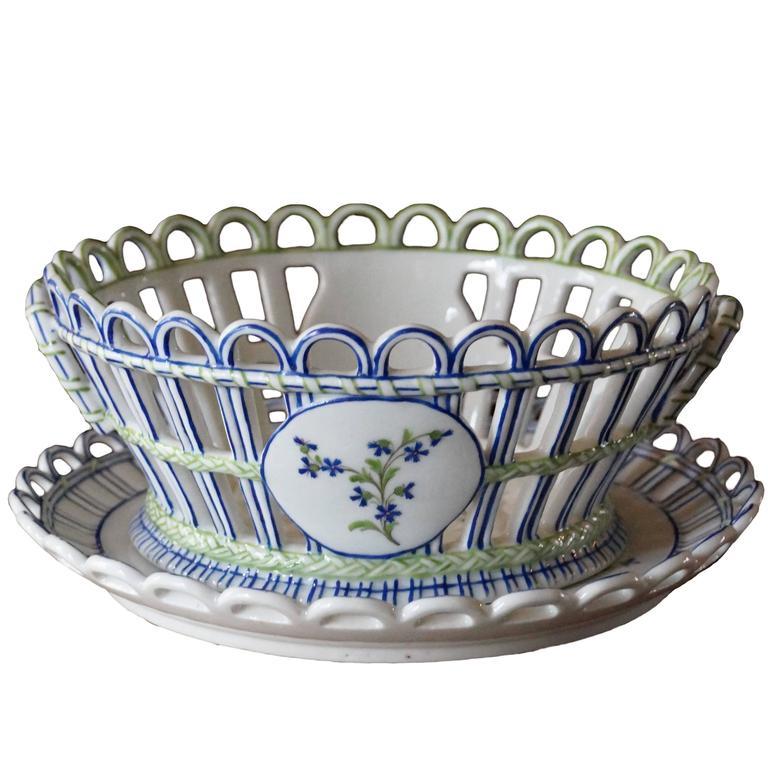 Unique and Antique Niderviller Porcelain Basket with under Plate, France, 1790s
