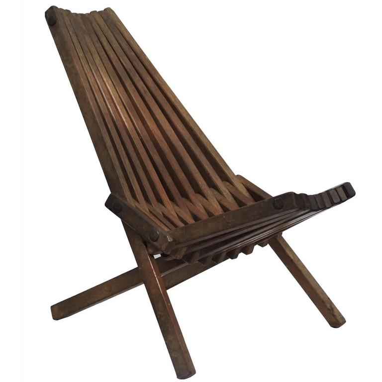 Superieur Mid 20th Century Clamshell Design Slat Wood Folding Chair For Sale