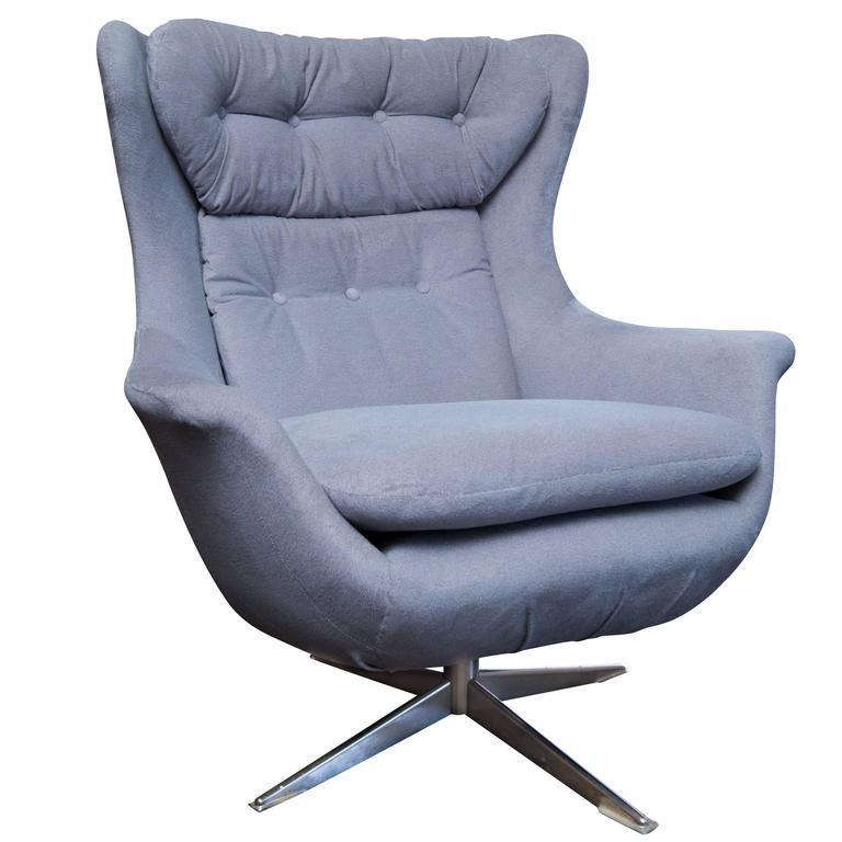 Mid Century Danish Modern Swivel Lounge Chair For Sale at 1stdibs