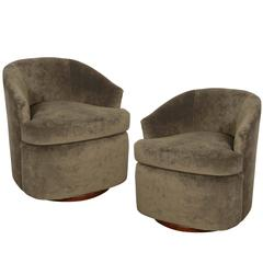 Pair of Swivel Club Chairs in the Manner of Milo Baughman