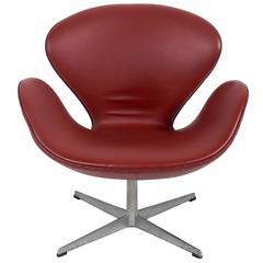 Swan Chair Designed by Arne Jacobsen in Original Cognac Vinyl