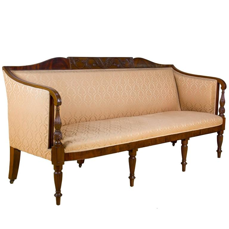 Attirant Carved Mahogany Sheraton Sofa, Salem, Circa 1800 1810, McIntyre For Sale