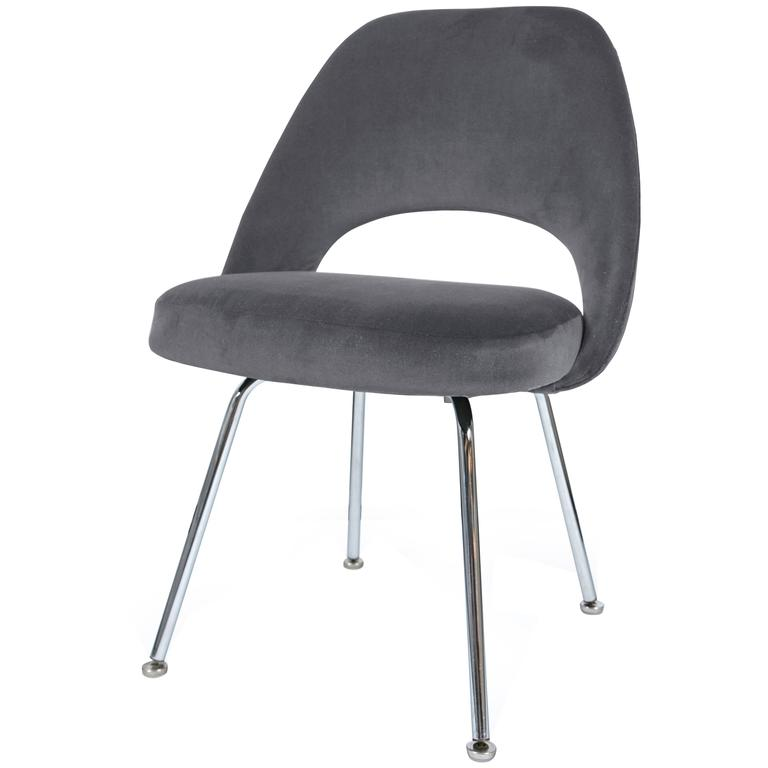 Saarinen executive armless chair in gunmetal grey velvet for Saarinen executive armless chair
