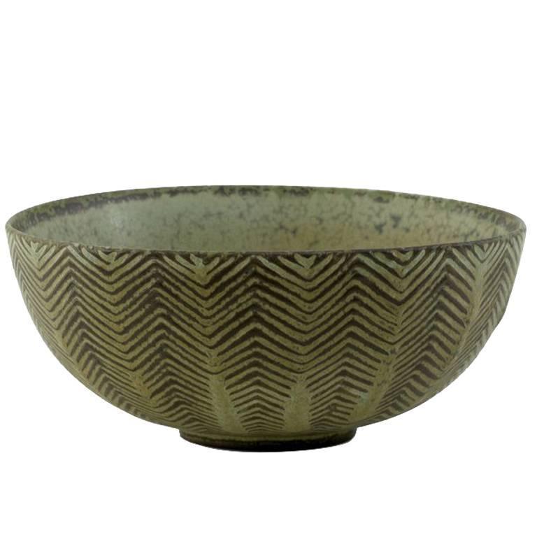Bowl by the danish ceramist Axel Salto for Royal Copenhagen