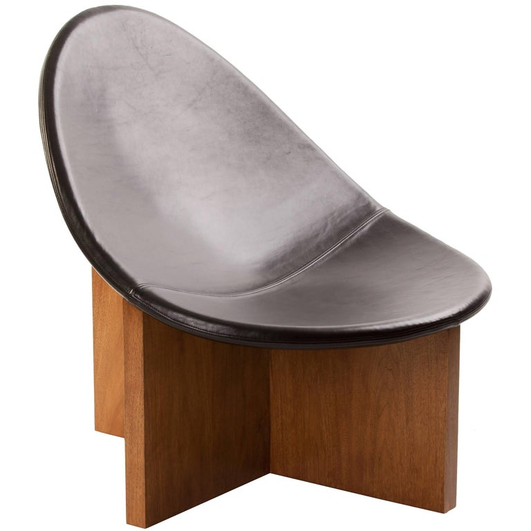 Nido Lounge Chair in Solid Walnut and Black Leather Seat by Estudio Persona For Sale