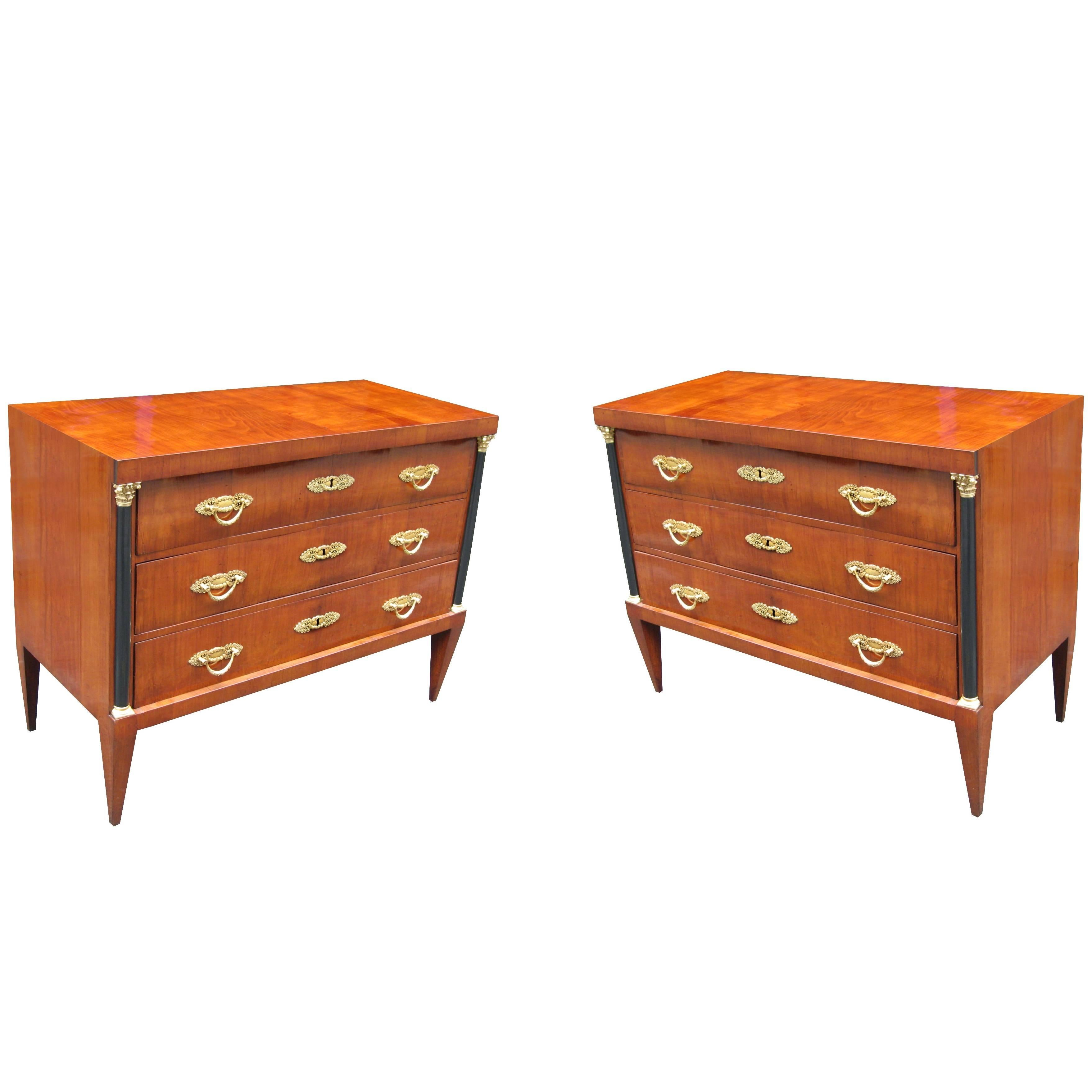 Important Pair of Neoclassical Commodes