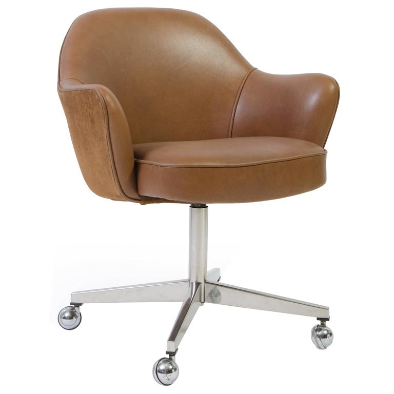 Saarinen Executive Arm Chair In Saddle Leather U0026 Suede, Swivel Base For Sale