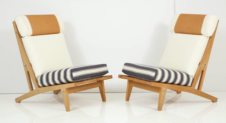 Pair of Hans J Wegner GETAMA Lounge Chairs, circa 1960s 4
