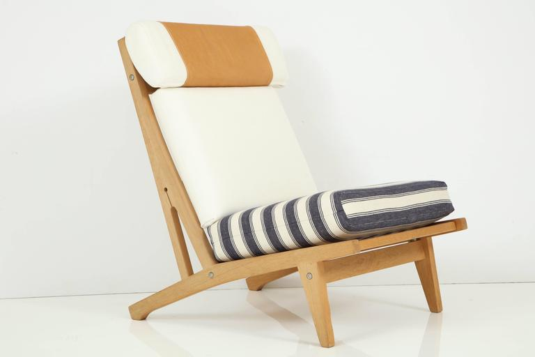 Pair of Hans J Wegner GETAMA Lounge Chairs, circa 1960s 7