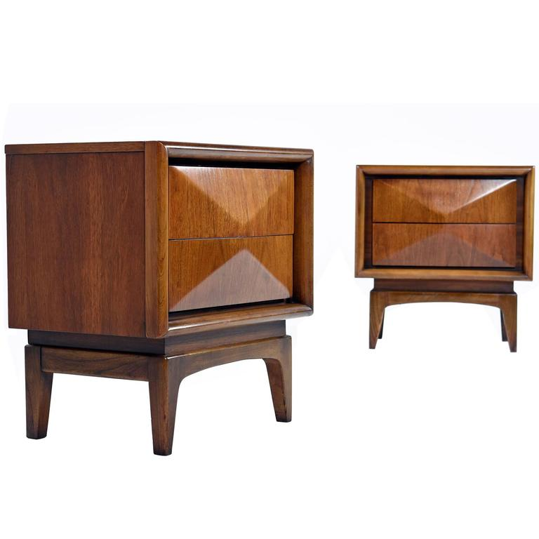 Vintage Pair Of United Furniture Nightstands 1960s At 1stdibs