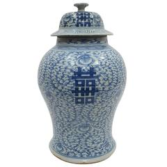 19th Century Chinese Porcelain Pot