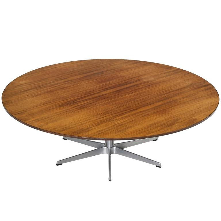 Arne Jacobsen Large Round Coffee Table In Rosewood For Fritz Hansen For Sale