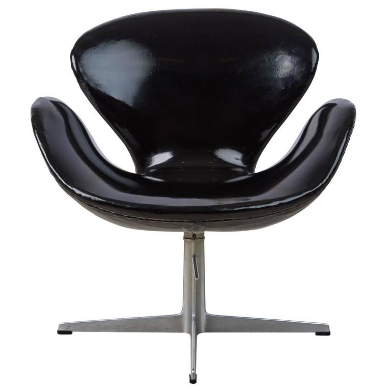 arne jacobsen swan chair for fritz hansen dated 1966 for sale at 1stdibs. Black Bedroom Furniture Sets. Home Design Ideas