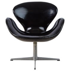 Arne Jacobsen Swan Chair for Fritz Hansen, Dated 1966