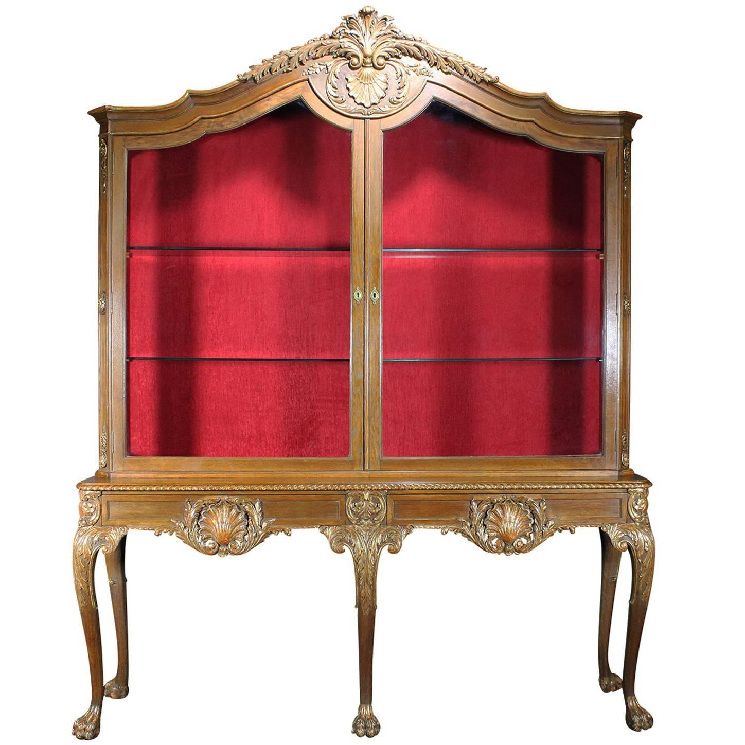 Rare English 19th-20th Century Chippendale Style Carved and Parcel-Gilt Vitrine