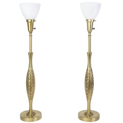 Elegant Pair of Mid-Century Modernist Hollywood Regency Laurel Brass Table Lamps