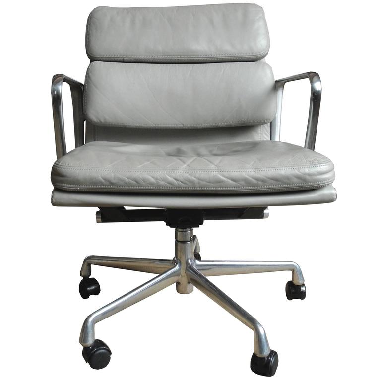 Eames Soft Pad Chair In Light Gray Leather On Wheels For Herman Miller 1