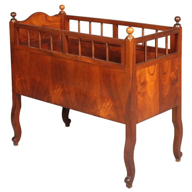 19th Century Cradle Baby Cot in Walnut For Sale - 19th Century Cradle Baby Cot In Walnut For Sale At 1stdibs