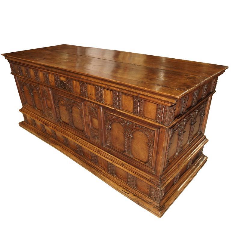 18th Century Walnut Wood Trunk from Italy 1