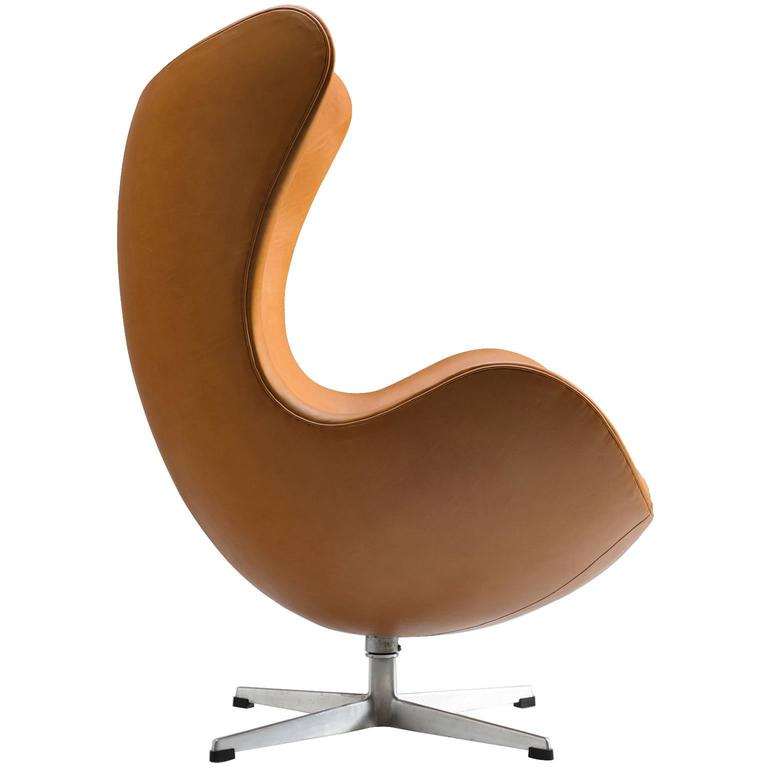 arne jacobsen newly upholstered 39 egg 39 chair for sale at 1stdibs. Black Bedroom Furniture Sets. Home Design Ideas