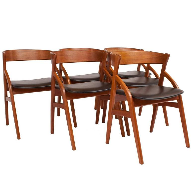Set of six danish teak dining chairs by dyrlund at 1stdibs for Dscan dining room set