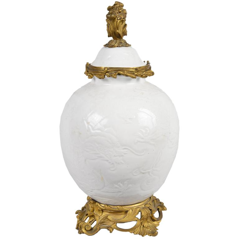 antique chinese blanc de chene lidded vase for sale at 1stdibs. Black Bedroom Furniture Sets. Home Design Ideas