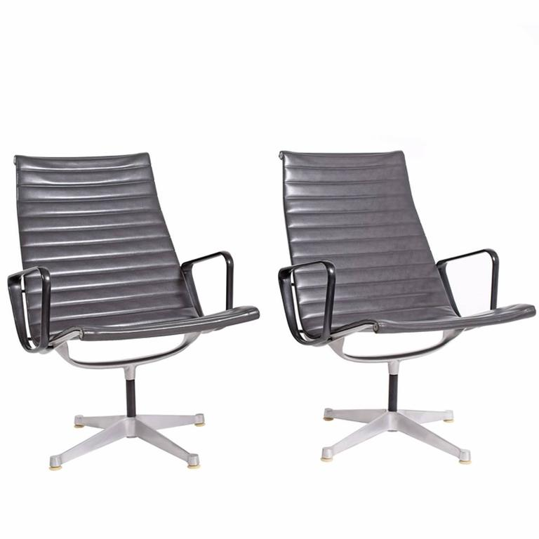 Early Production Aluminum Group Lounge Chairs by Charles Eames 1
