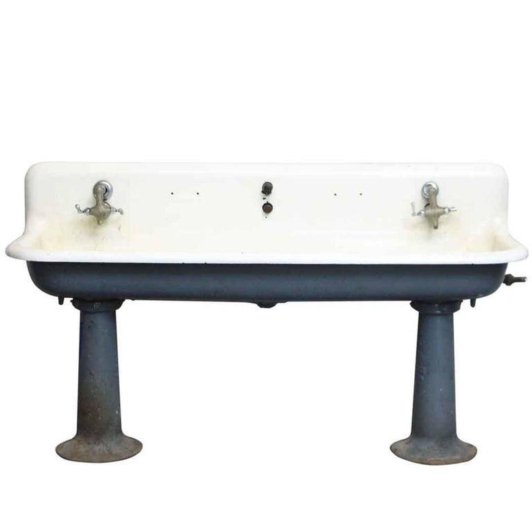 1920s oversized cast iron farmhouse wall mounted gang sink for sale at 1stdibs. Black Bedroom Furniture Sets. Home Design Ideas