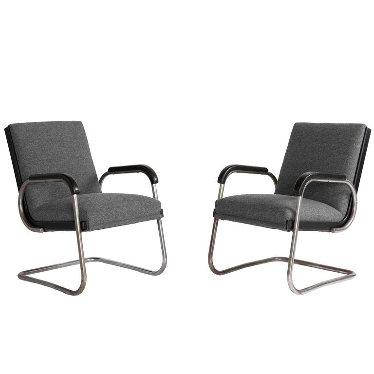 Pair of Cantilever Armchairs by Thonet, circa 1930 1