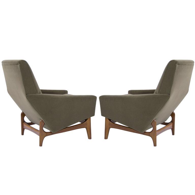 Scandinavian Modern Lounge Chairs on Sculptural Teak Bases For Sale