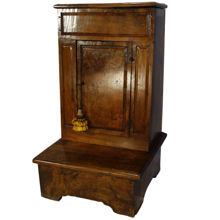 17th Century Antique Italian Rustic Tuscan Walnut Kneeler Circa 1660 For Sale