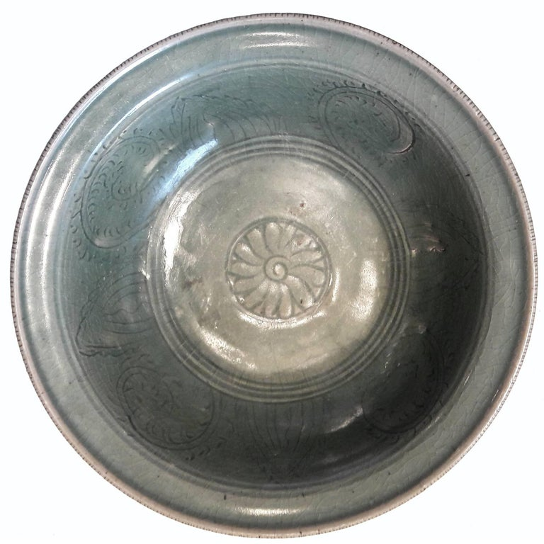 Thai Celadon Plate, Late 19th Century For Sale 2