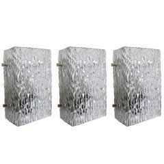 Set by drei strukturierte Eis Glas Leuchten Wandleuchten by j.t. Kalmar Austria der 1960s