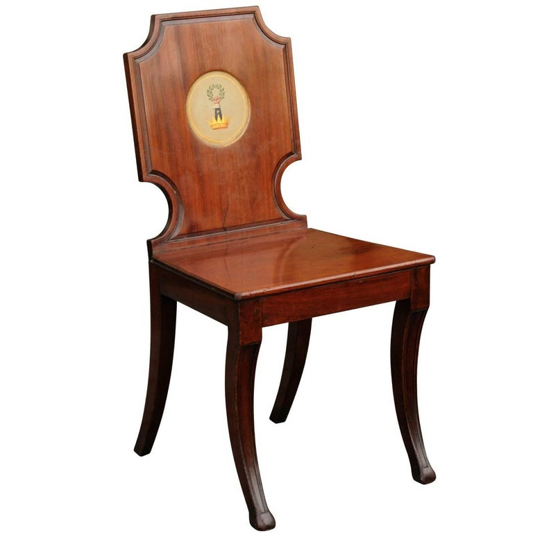 English 1840s Wooden Hall Chair with Cartouche-Shaped Back and Painted Crest For Sale