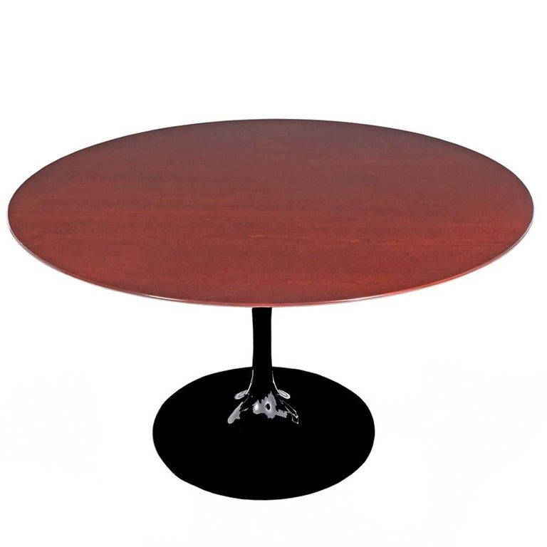 Tulip Table Round by Eero Saarinen for Knoll Studio