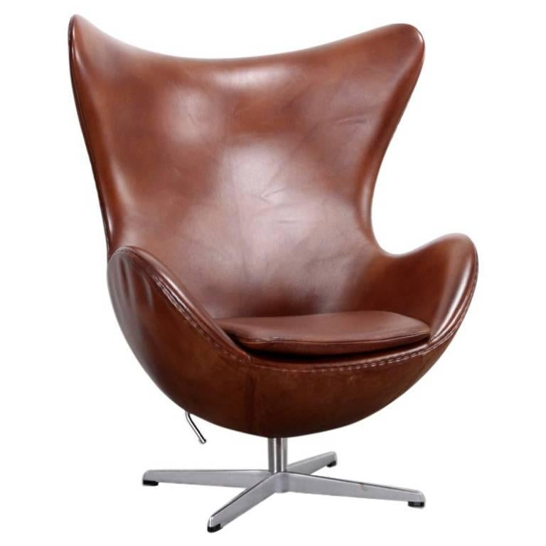 egg chair brown by arne jacobsen for fritz hansen for sale. Black Bedroom Furniture Sets. Home Design Ideas