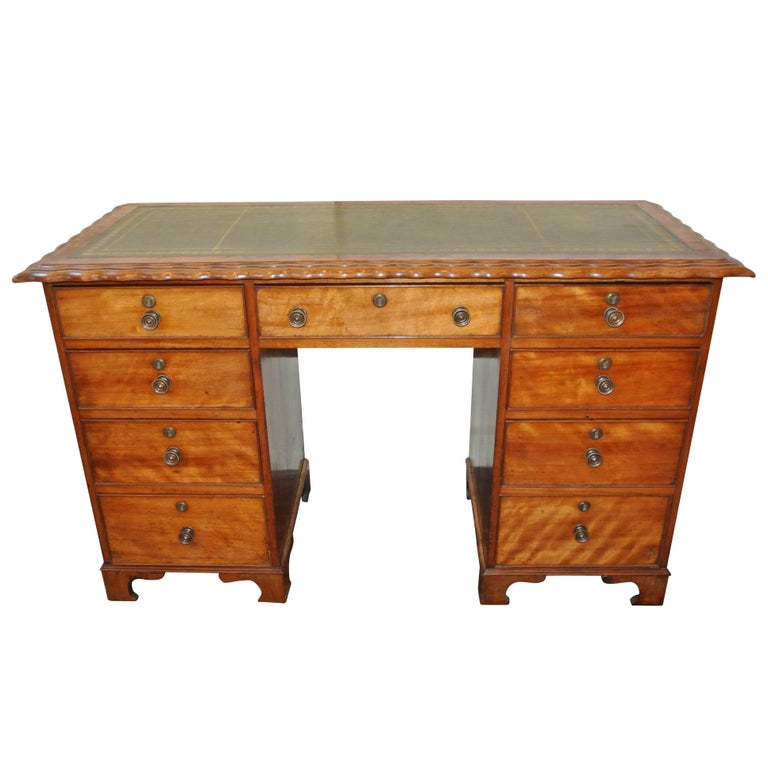 Small Antique Mahogany Kneehole Desk For Sale - Small Antique Mahogany Kneehole Desk At 1stdibs