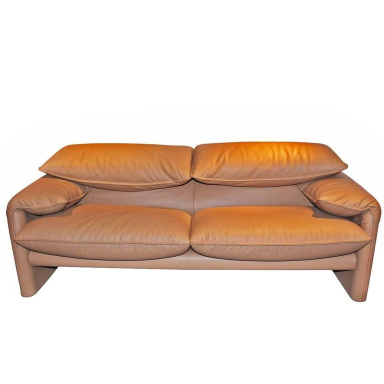 """Sofa """"Maralunga"""" by Manufacturer Cassina in 100% Genuine Leather"""