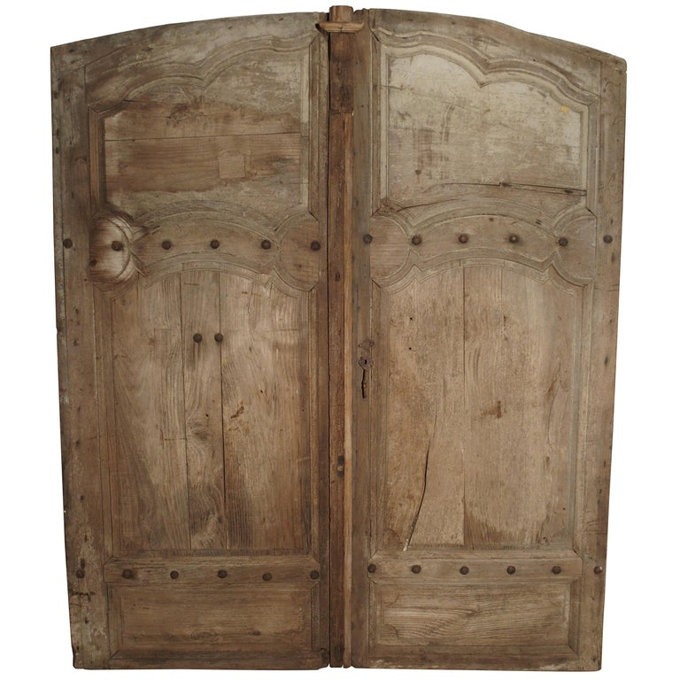 Pair of Antique French Oak Doors from Burgundy, 1700s For Sale - Pair Of Antique French Oak Doors From Burgundy, 1700s For Sale At