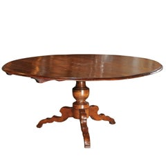 Italian Walnut Dining Table with Round Top and Pedestal Base, circa 1880