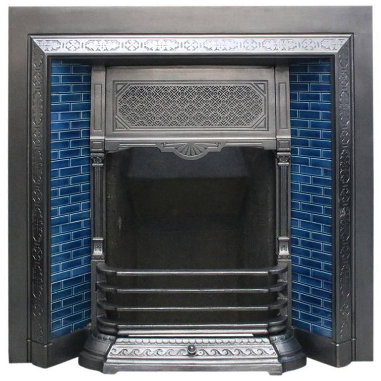 Reclaimed Late Victorian Cast Iron and Tiled Fireplace Grate For Sale