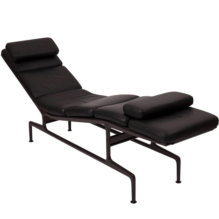 soft pad 39 billy wilder 39 chaise by charles and ray eames for sale at 1stdibs. Black Bedroom Furniture Sets. Home Design Ideas