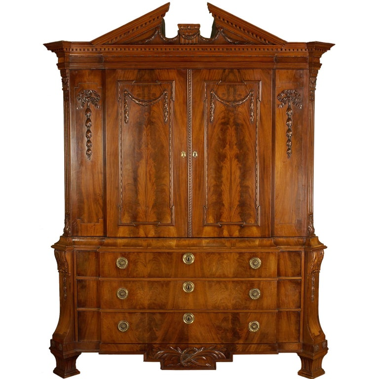 Late 18th Century Neoclassical Break-Front Cabinet with Timpan