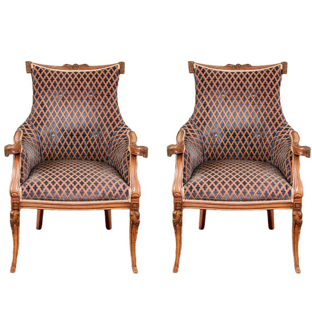 Merveilleux Pair Of Hollywood Regency Carved Fireside Chairs