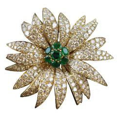 1950s Van Cleef & Arpels Emerald Diamond Gold Marguerite Flower Brooch