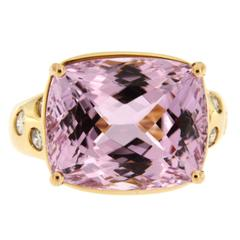 Jona Kunzite Diamond 18 Karat Yellow Gold Ring