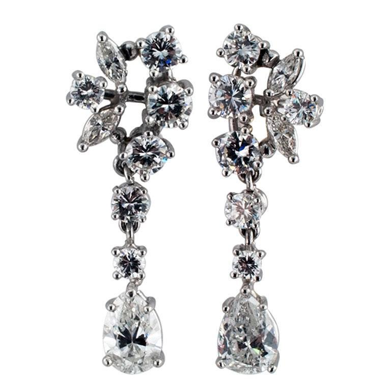1960s Beautiful Dangling Diamond Platinum Drop Earrings