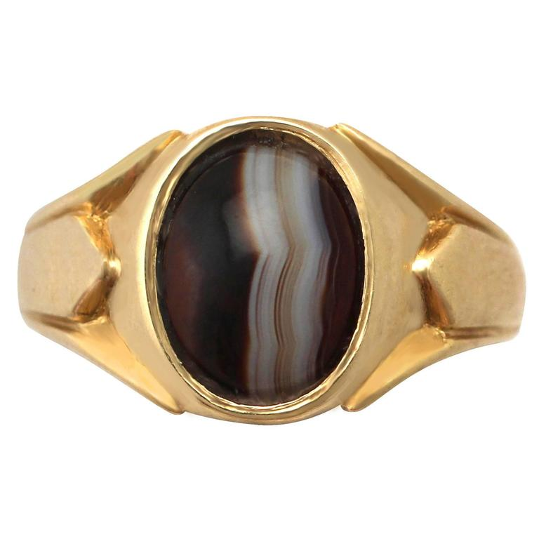 1920s Antique Agate and Yellow Gold Cocktail Ring